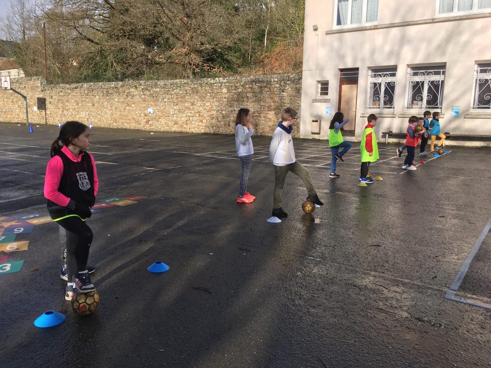 Mell-droad er skol – Foot à l'école