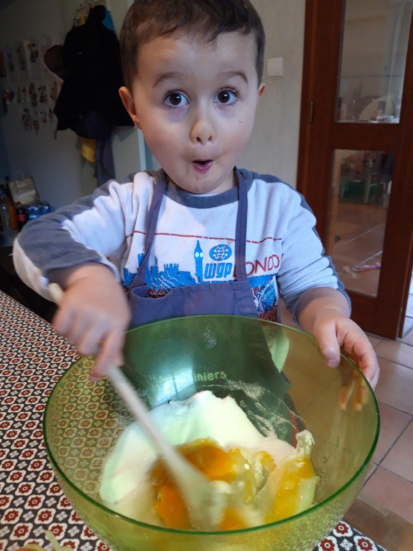 Mathéo fait la cuisine